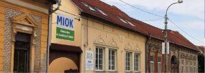 Iskola épület